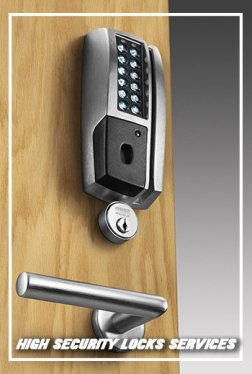Lock Locksmith Tech Portland, OR 503-716-1477